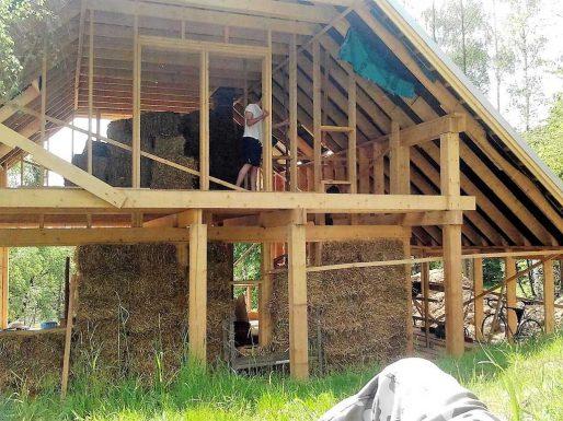 słomiak, dom ze słomy, konstrukcja drewniana