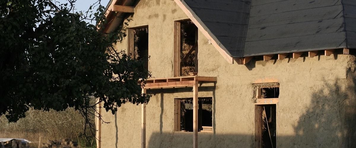 Budujemy naturalny dom ze słomy i gliny