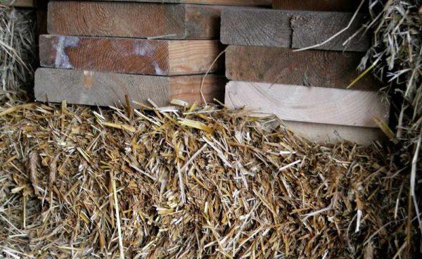 kompresja słomy - technologia strawbale, straw bale
