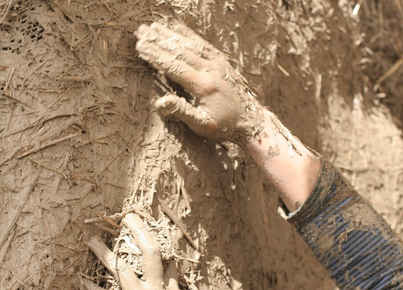 warsztaty tynkowania gliną, tynkowanie gliną