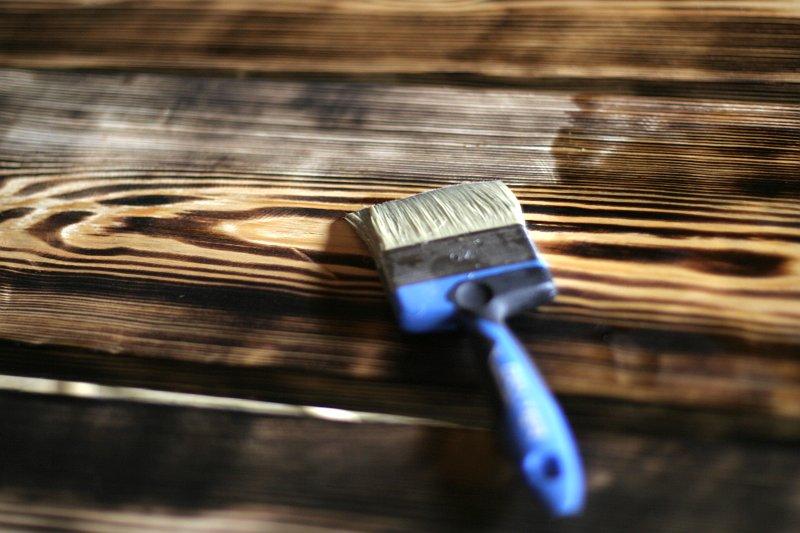 drewna opalane, pomalowane pokostem lnianym